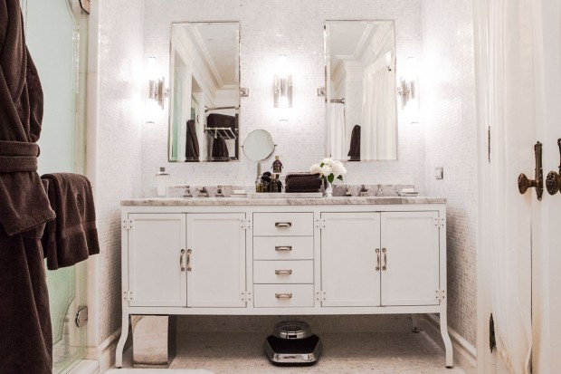 The Fitzgerald Suite at The Plaza designed by Catherine Martin - Bathroom - credit Dario Calmese for The Plaza
