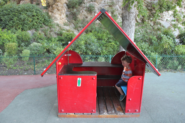 My toddler's favorite part of the Rocher des Doms in Avignon, #France? The playground, mais oui! #familytravel
