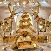 Have a Golden Christmas at the Four Seasons Hotel George V in Paris!