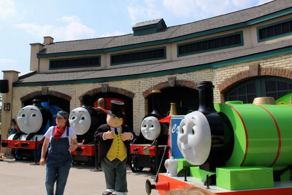 Thomas Show with Percy, Gordon,  James, Emily and Sir Topham Hatt